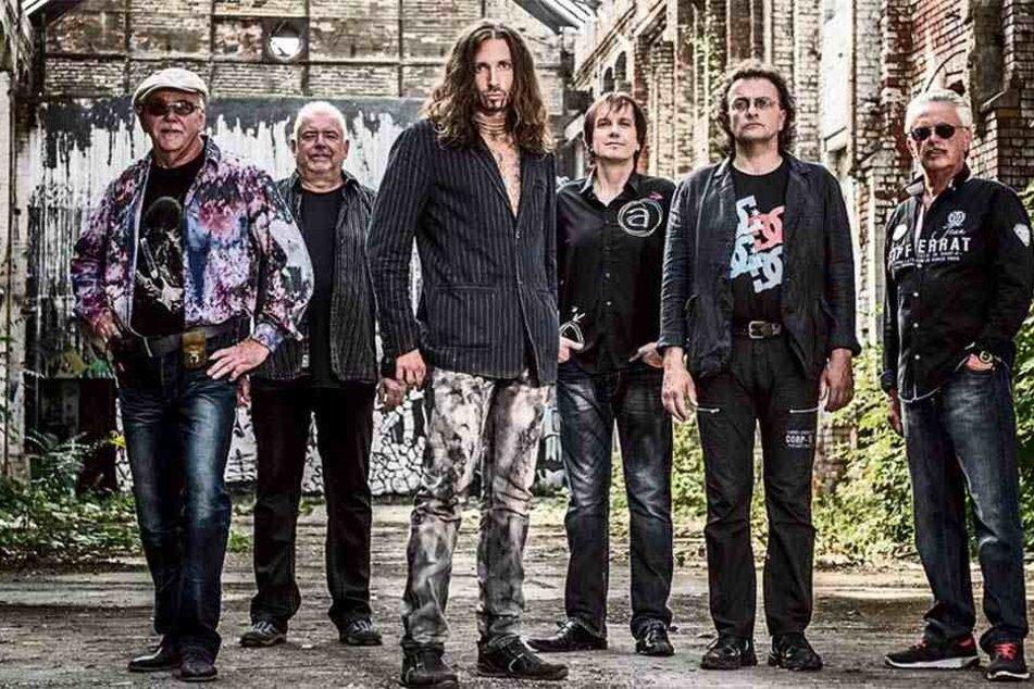 """Als Sänger der DDR-Band Karussell dichtete Joe Raschke (3.v.l.) ein Lied für seine Heimatstadt Leipzig: """"Meine Stadt"""" vom neuen Album """"Erdenwind""""."""