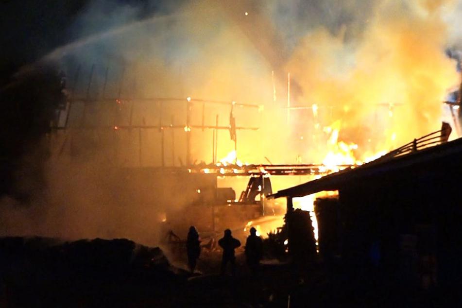 """Die Gebäude standen """"lichterloh in Flammen""""."""