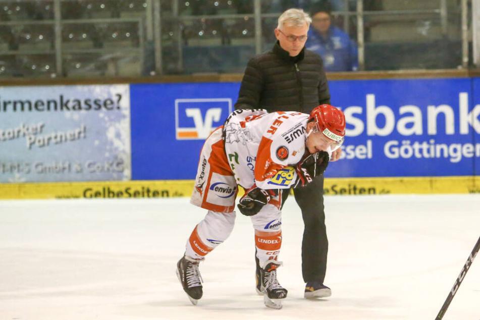 Eispirat Patrick Klöpper hatte sich im Kassel-Spiel den Kiefer gebrochen. Finden die Crimmitschauer für ihn am Freitag noch einen Ersatz?