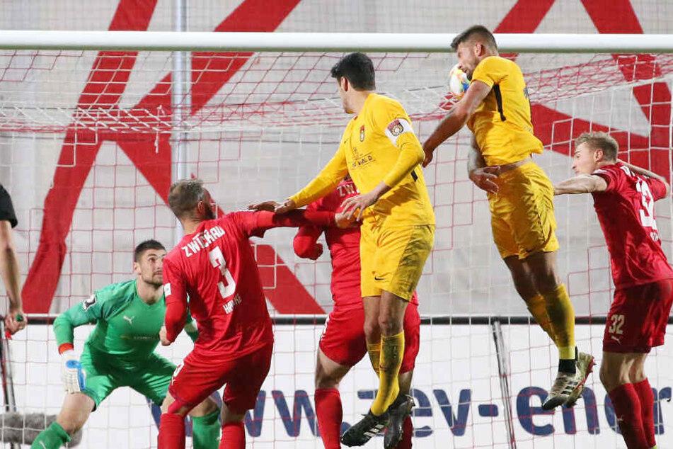 Kai Brünker verwandelte eine Ecke zum 1:0 für die SG Sonnenhof Großaspach.