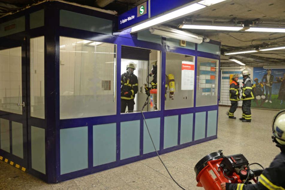 Brand im Bahnhof Harburg löst Feuerwehreinsatz und Sperrung der Bahnstrecke aus
