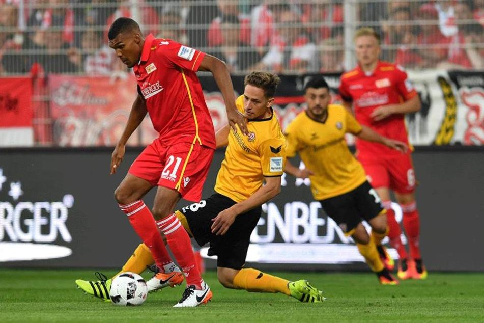 Jannik Müller (hier gegen den Ex-Unioner Collin Quaner) patzte in den letzten zwei Spielen.