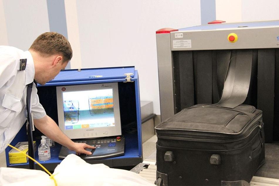 Am Bildschirm werden die Ergebnisse der Röntgenaufnahmen ausgewertet.