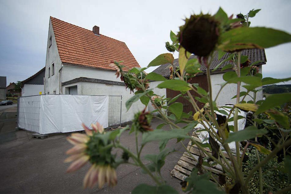 Jahrelang sollen Angelika und Wilfried W. Frauen in dem Haus gefoltert und zum Teil zu Tode gequält haben.