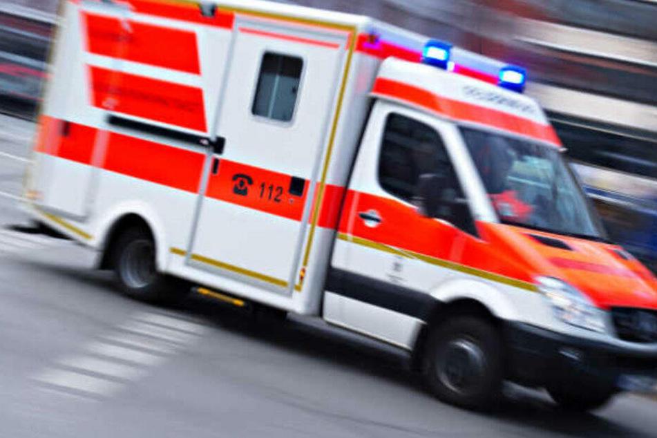 Der 34-Jährige kam mit einer Stichverletzung ins Krankenhaus. (Symbolbild)