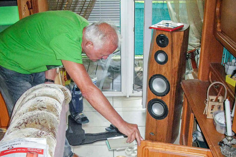 Einbrecher in der Emilienstraße: Klaus Schnabel (68) ist entsetzt über das Chaos in seiner Wohnung.