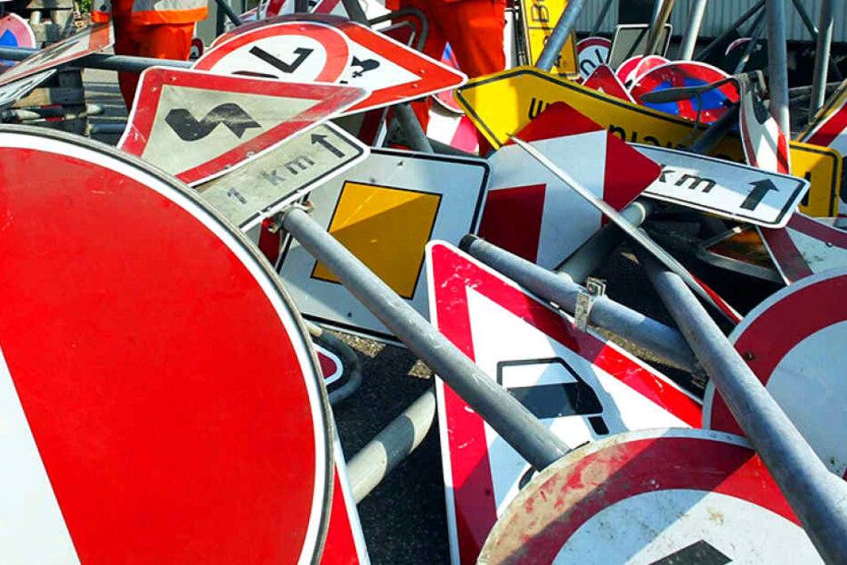 Über 100 Schilder verschwinden pro Jahr in Dresden. Alle neu aufzustellen,  kostet Zeit und Geld.