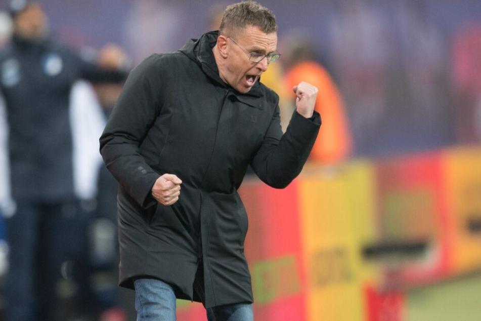 Später Jubel zu einem am Ende verdienten Punkt: Coach Ralf Rangnick freut sich über den 1:1-Ausgleich.