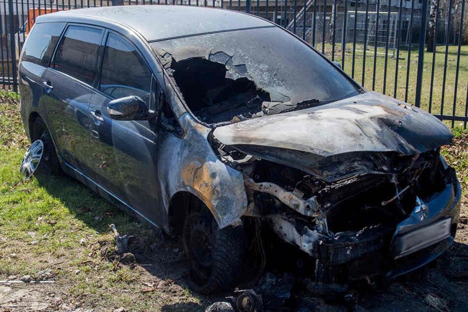 Das Auto vom Dresdner Professor Werner Patzelt wurde angezündet. Jetzt äußerte er sich dazu auf Facebook.
