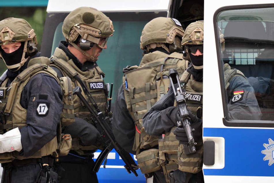 Sogar die GSG9 - die Elite-Antiterroreinheit - wird jetzt Dresden schützen.