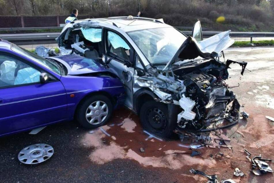 An dem schweren Unfall waren mehrere PKW beteiligt.