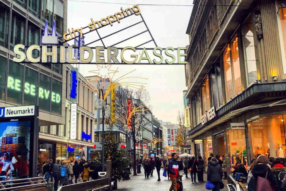 Die Schildergasse in Köln ist eine der meistbesuchten Einkaufsmeilen in ganz Deutschland.