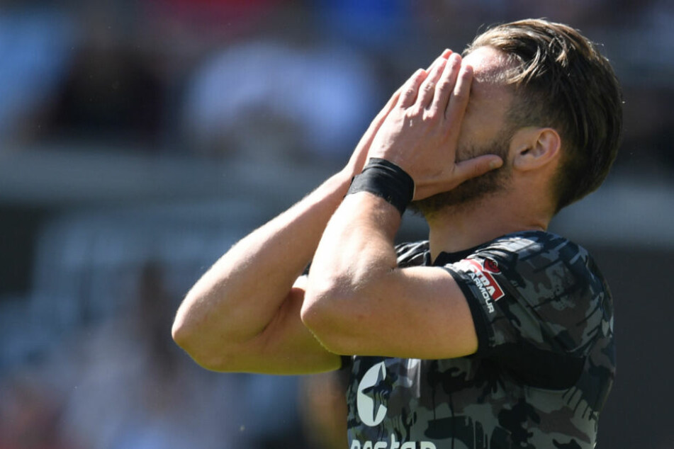 Dimitrios Diamantakos hat sich im Spiel gegen Darmstadt verletzt und fällt erstmal für den FC St. Pauli aus.