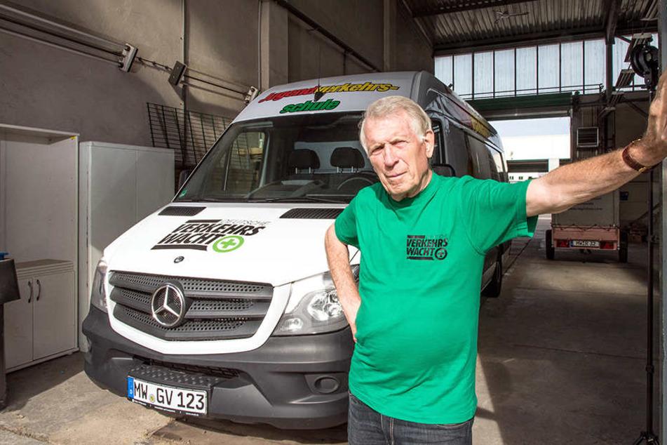 Verkehrswacht-Vorstand Werner Hoffmann (81) ist sauer: Die Experten mussten bereits erste Kurse absagen.