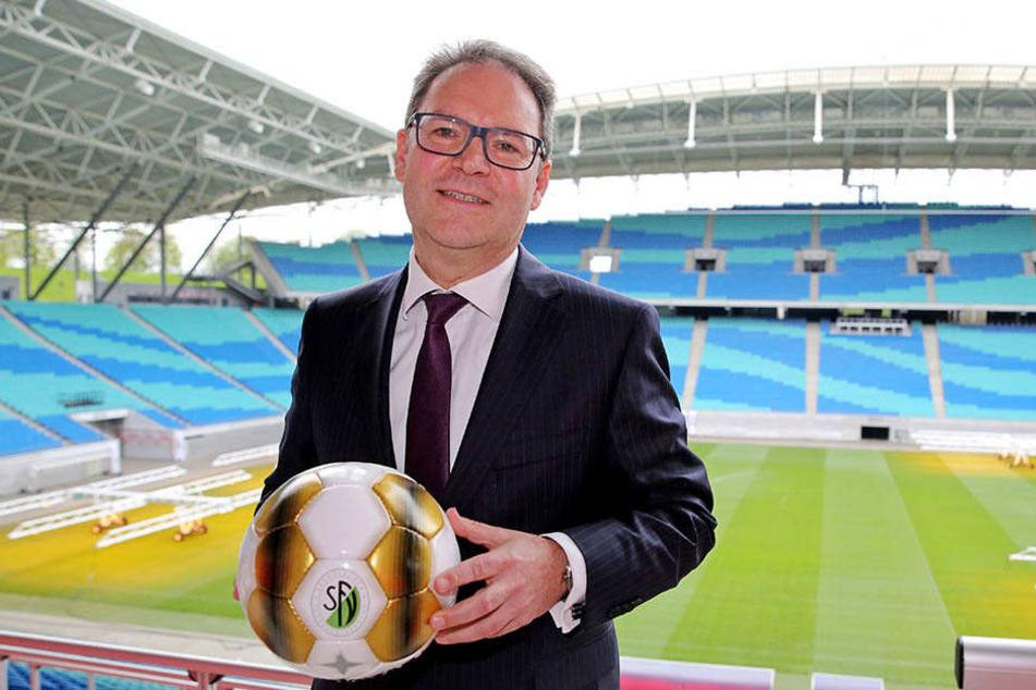 Der Präsident des Sächsischen Fußball-Verbands, Hermann Winkler, will notfalls gegen das geplante Regionalliga-Modell klagen. (Archivbild)