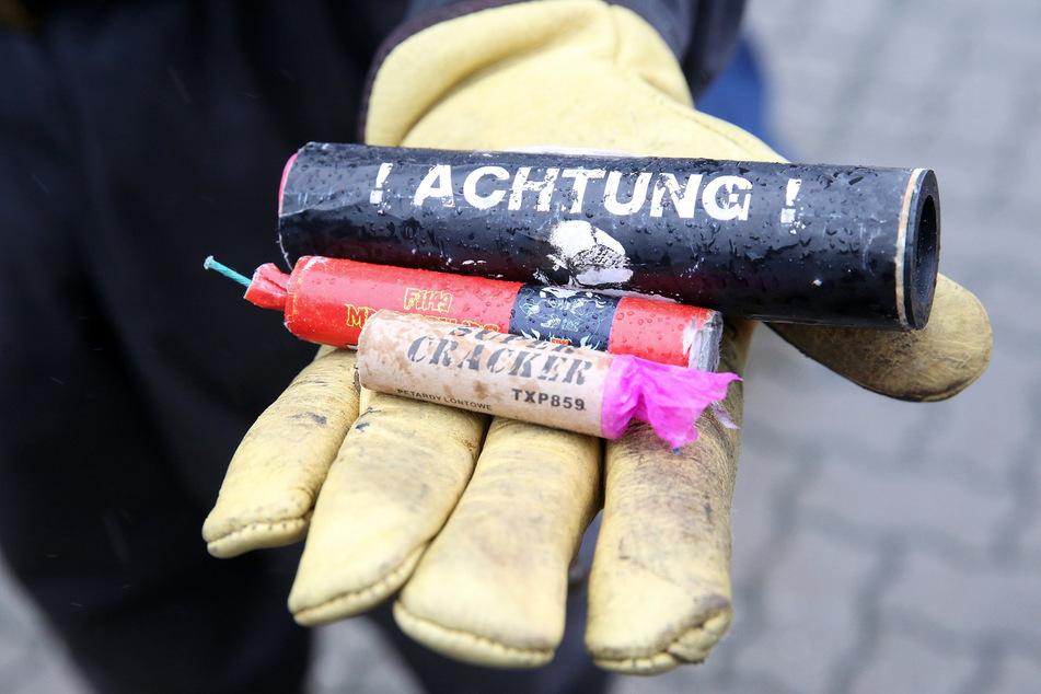 Die verbotenen Knallkörper hatten eine Explosivmasse von zwei Kilogramm. Sie wurden beschlagnahmt (Symbolbild).