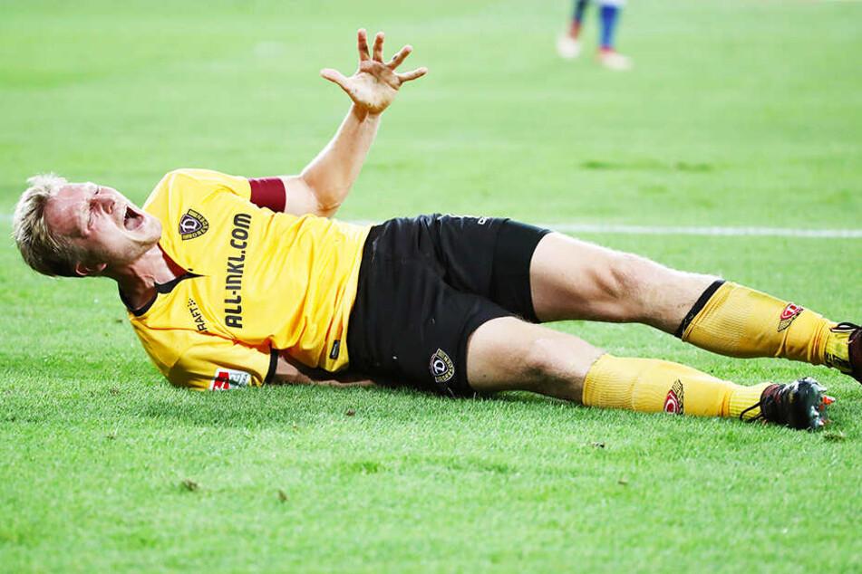 Solche Bilder sollte es eigentlich nicht mehr geben - im Vorjahr musste Marco Hartmann beim Auftakt gegen Duisburg mit einer bösen Muskelverletzung vom Platz.