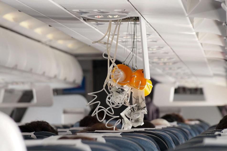 """""""Dann fielen Sauerstoffmasken herunter"""": Notlandung nach Horror-Flug"""