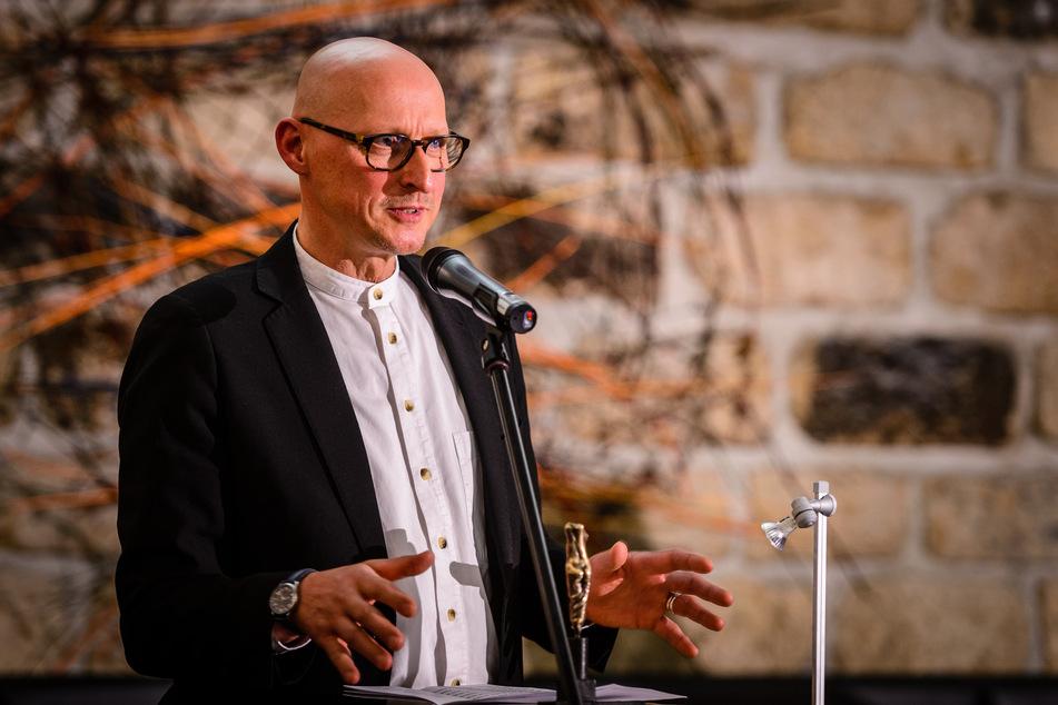 """Jörg Bernig ist Anhänger der in ultrarechten Kreisen beliebten These des vermeintlich gesteuerten """"Bevölkerungsaustausches"""" durch Flüchtlinge."""