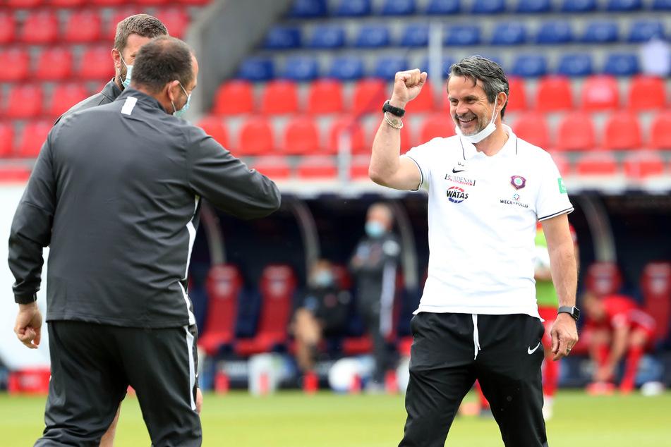 Zwei Trainer, die sich gut kennen und verstehen: FCH-Coach Frank Schmidt (l.) und Dirk Schuster vom FCE.