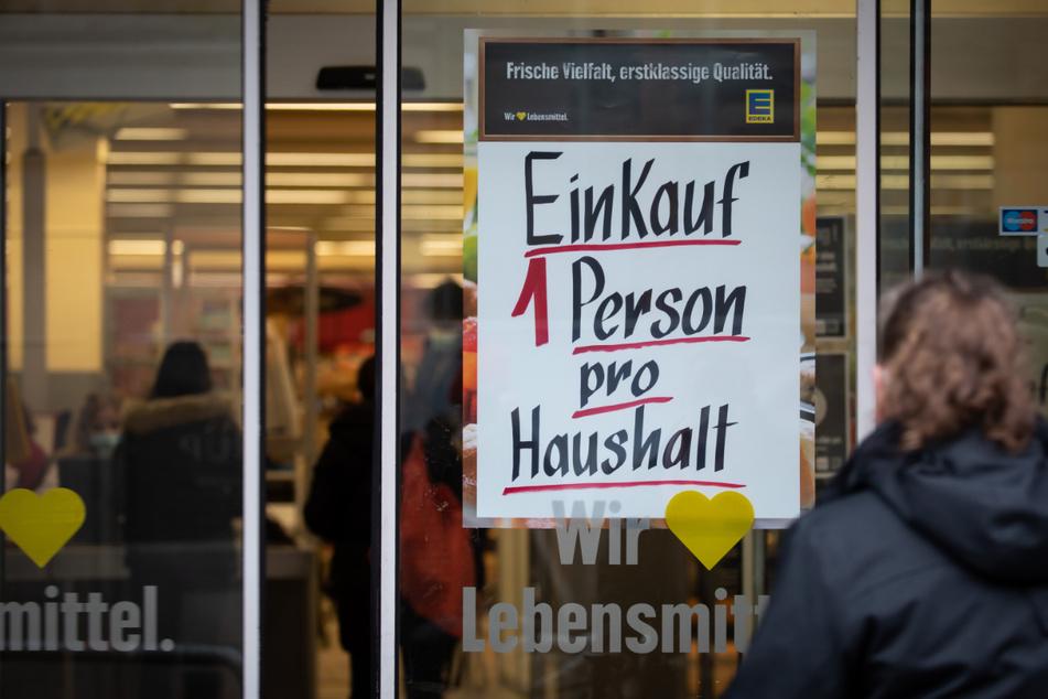 Im gesamten Kreis Schleswig-Flensburg darf aktuell nur eine Person pro Haushalt einkaufen gehen.