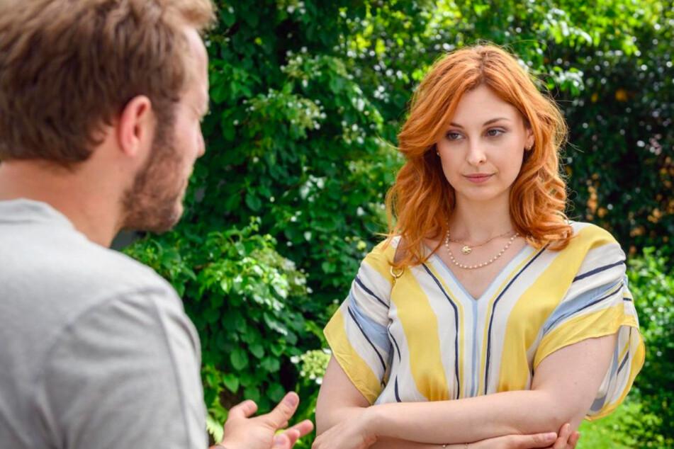 Constanze (Sophia Schiller, 26) macht sich an Florian (Arne Löber, 28) ran, obwohl sie weiß, was das für Maja bedeutete.