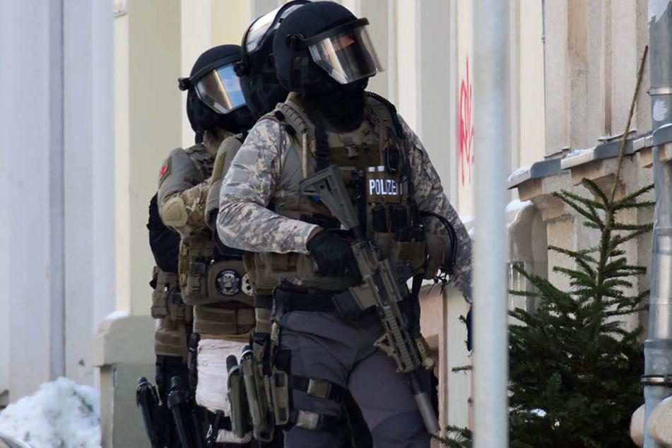 Mit einem Großaufgebot mussten die Polizei und das SEK anrücken.