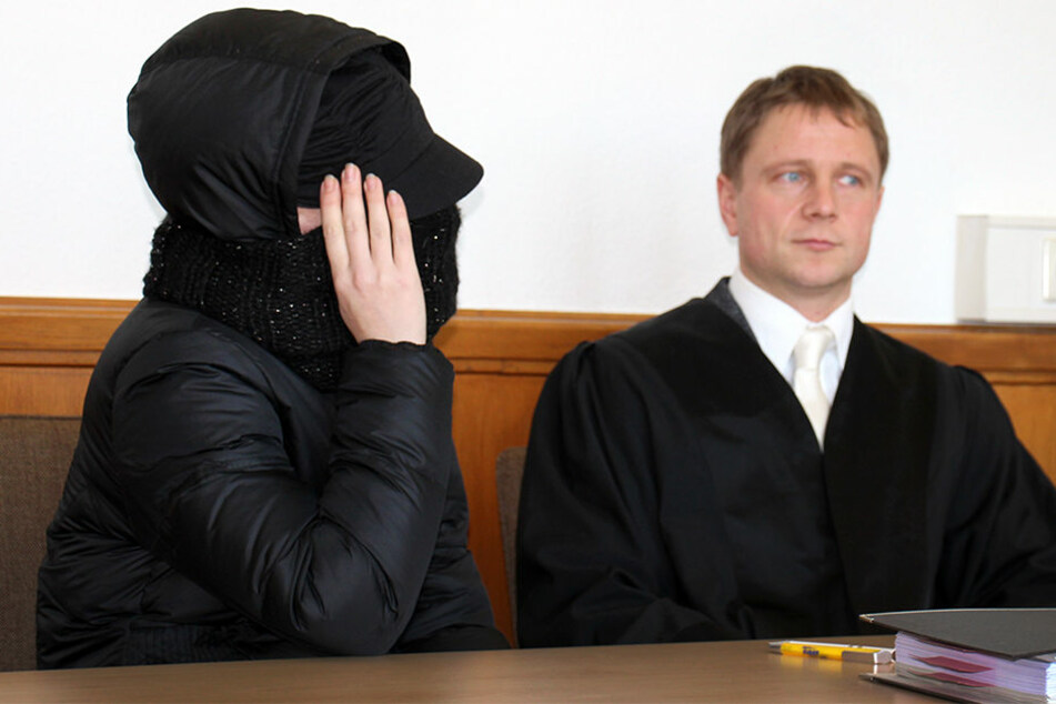 Hätte die Angeklagte Tanja S. (links) den Hungertod des kleinen Jungen verhindern können?