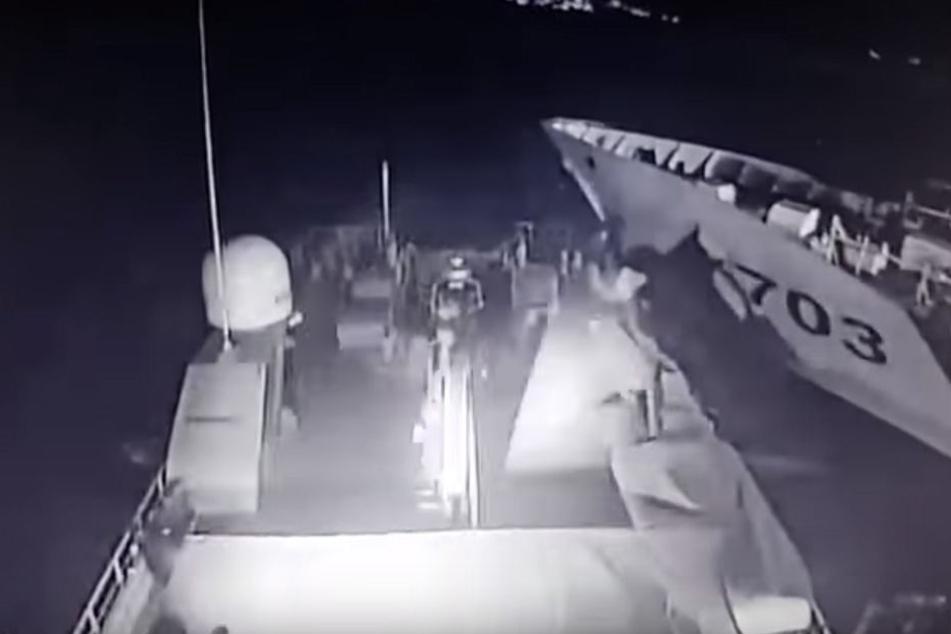 In einem Video sieht man, wie die türkische Küstenwache gerammt wird.