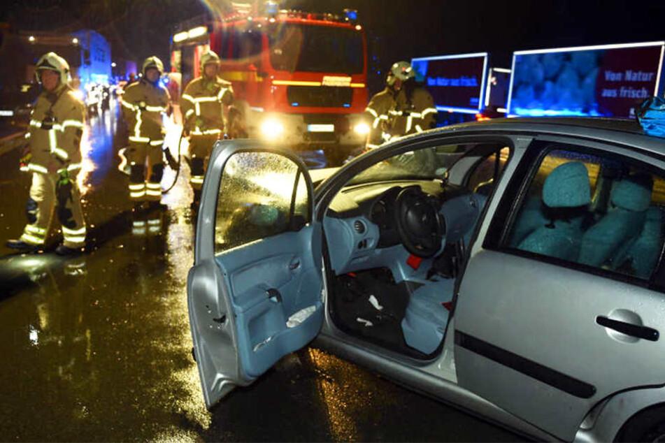 In Fahrtrichtung Brilon kam es am Mittwochabend zu einem folgenschweren Unfall. Eine 42-Jährige musste von der Feuerwehr aus ihrem Citroen geborgen werden.