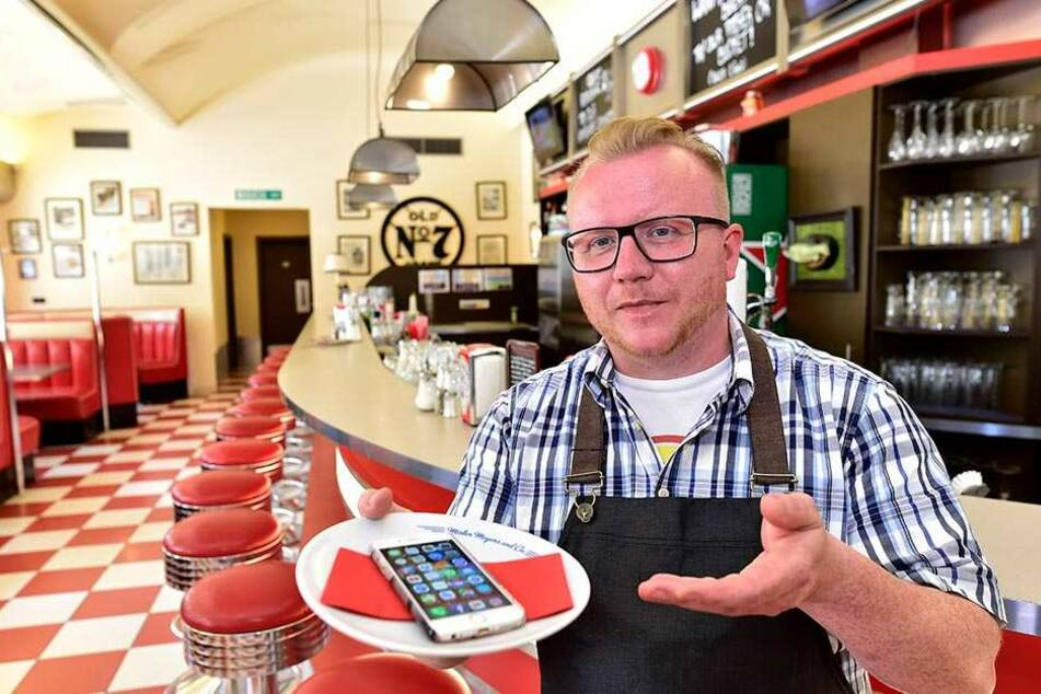 """Daniel Meyer (39) vom """"Mr. Meyers Diner"""" lockt Fachkräfte mit Handyverträgen."""