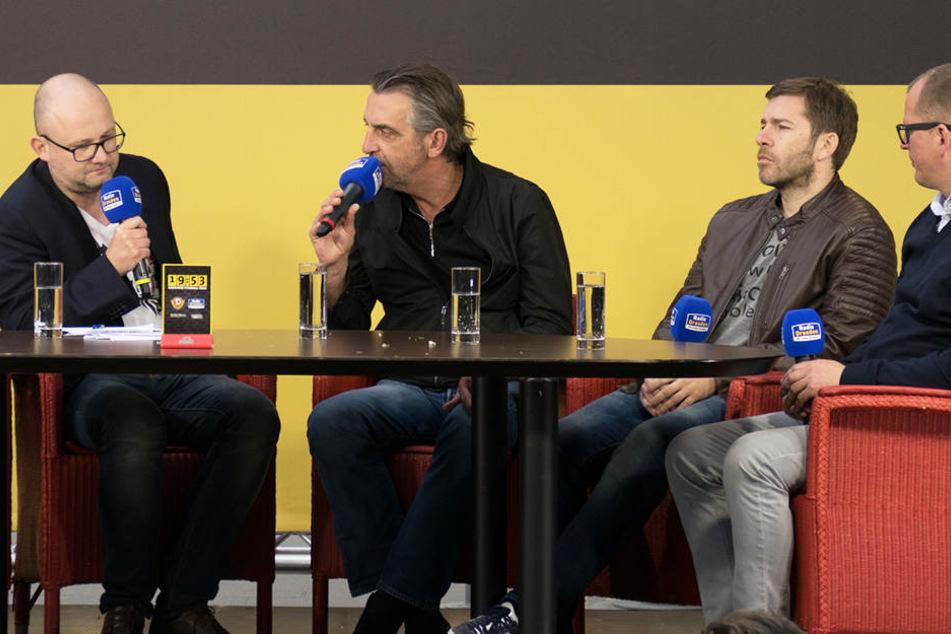 Moderator Jens Umbreit, Dynamos Sportdirektor Ralf Minge und die beiden Kommentatoren Marco Hagemann und Karsten Petrzika (v.l.).