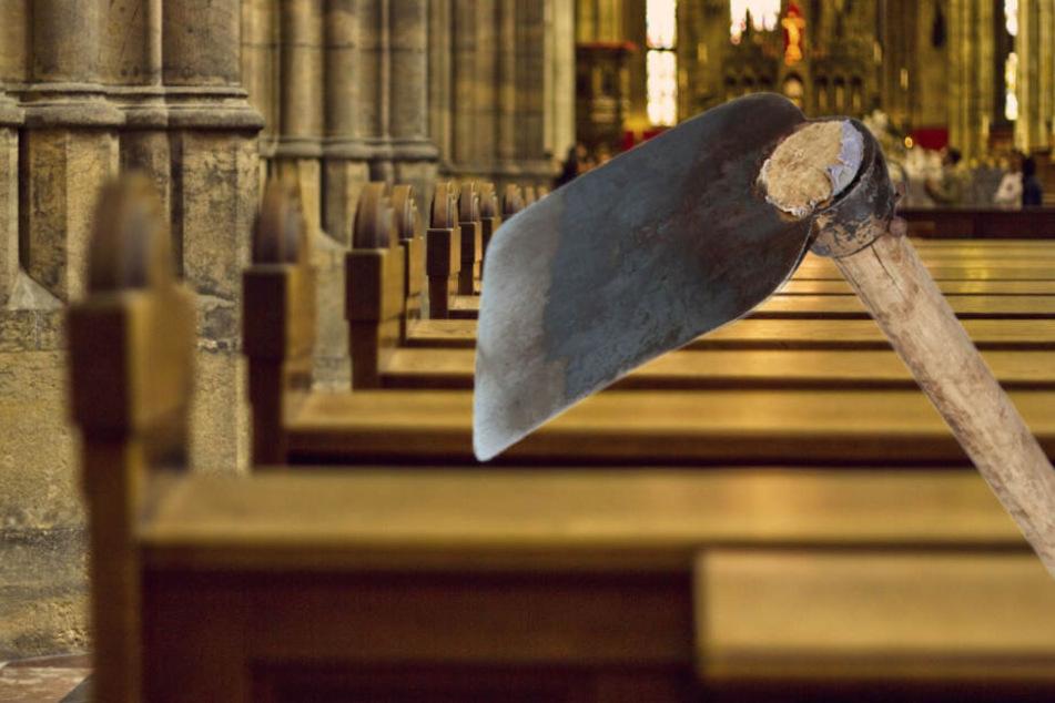 Unbekannte stattet einer Schwalbacher Kirche einen unchristlichen Besuch ab. (Symbolbild)
