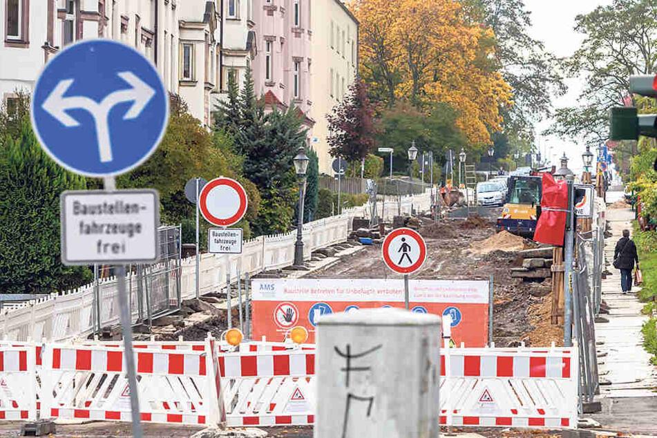 Nichts geht mehr auf der Hofer Straße, weil einneuer Kanal verlegt wird.
