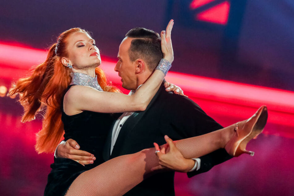 Model Barbara Meier erlaubte sich den ein oder anderen kleinen Patzer. Für sie und Tanzpartner Sergiu Luca wurde es am Ende Platz drei.