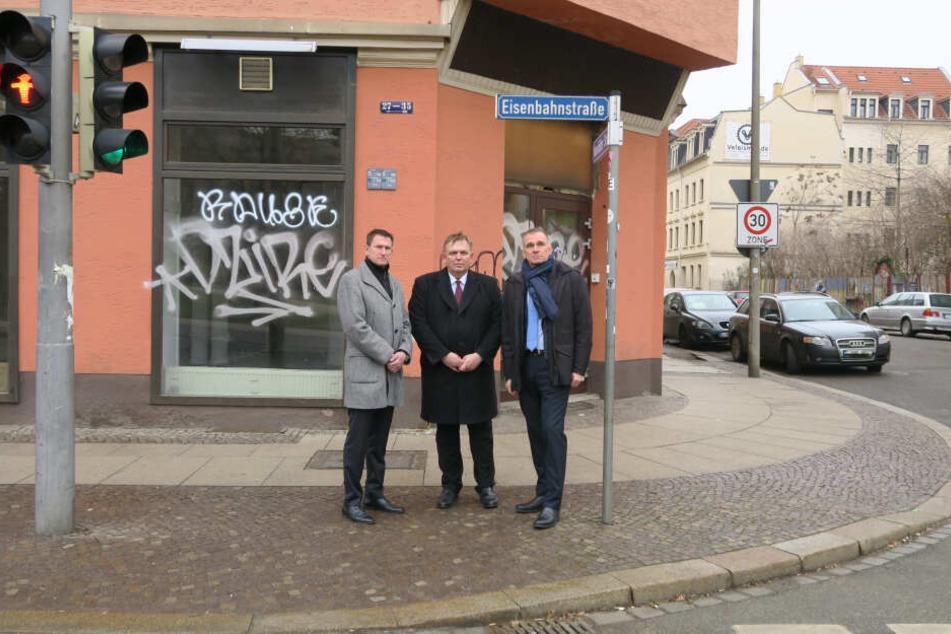 Von links: Thomas Breitkopf, Georg Stecker und Andreas Wardemann fordern eine effektivere Regulierung des Glücksspiels in Sachsen. Das illegale Spiel gerät ihrer Meinung nach außer Kontrolle. Besonders betroffen: Die Leipziger Eisenbahnstraße.