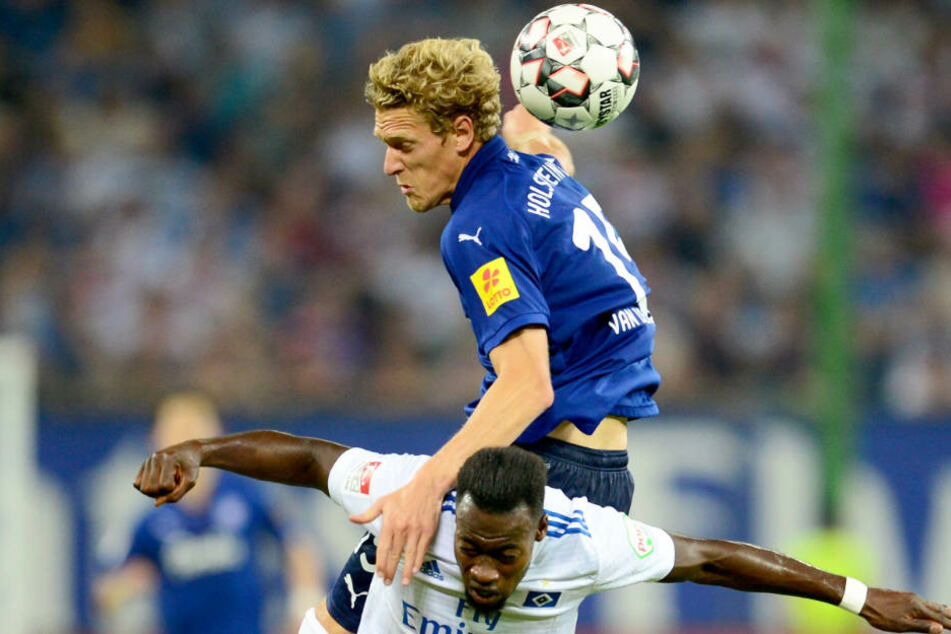 Im Hinspiel hatte Kiel nicht nur Lufthoheit, sondern entscheid auch das Spiel mit 3:0 für sich.