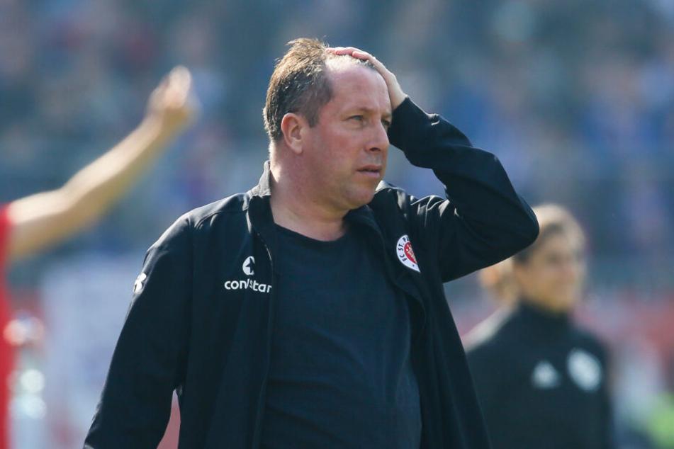 Zum Haare raufen! Trainer Markus Kauczinski konnte die Leistung seiner Mannschaft nicht fassen.