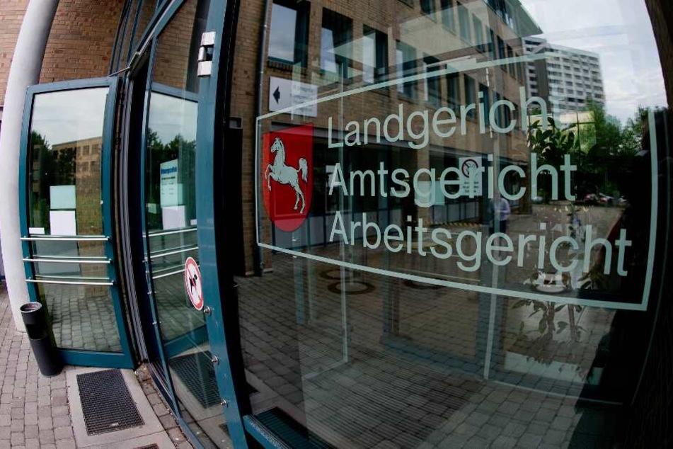 Vor dem Landgericht in Göttingen muss sich der 28-Jährige verantworten.