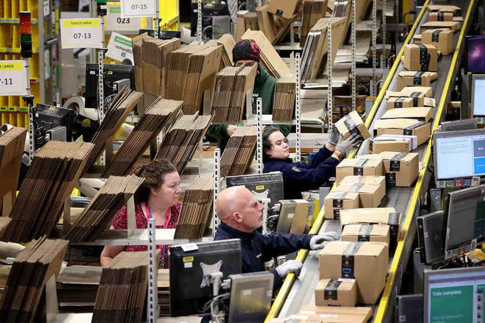 Es ist die Gretchen-Frage im Online-Handel: Müssen Unternehmen wie Amazon ihre Angestellten bezahlen wie Einzelhändler?