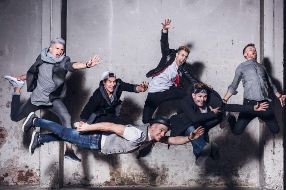 Die Jungs verblüffen mit vielen Akrobatikelementen.