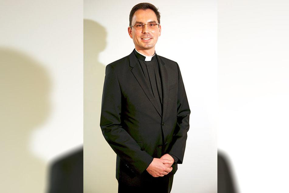 """Will verkaufen: Generalvikar Andreas Kutschke (44) vom Bistum ist zugleich Leitender Domdekan im Domkapitel Dresden, dem das """"Piushaus"""" gehört."""