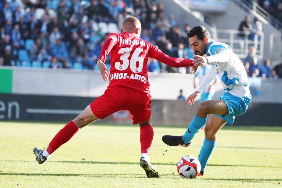 Benyas Solomon Junge-Abiol gegen Rafael Garcia.