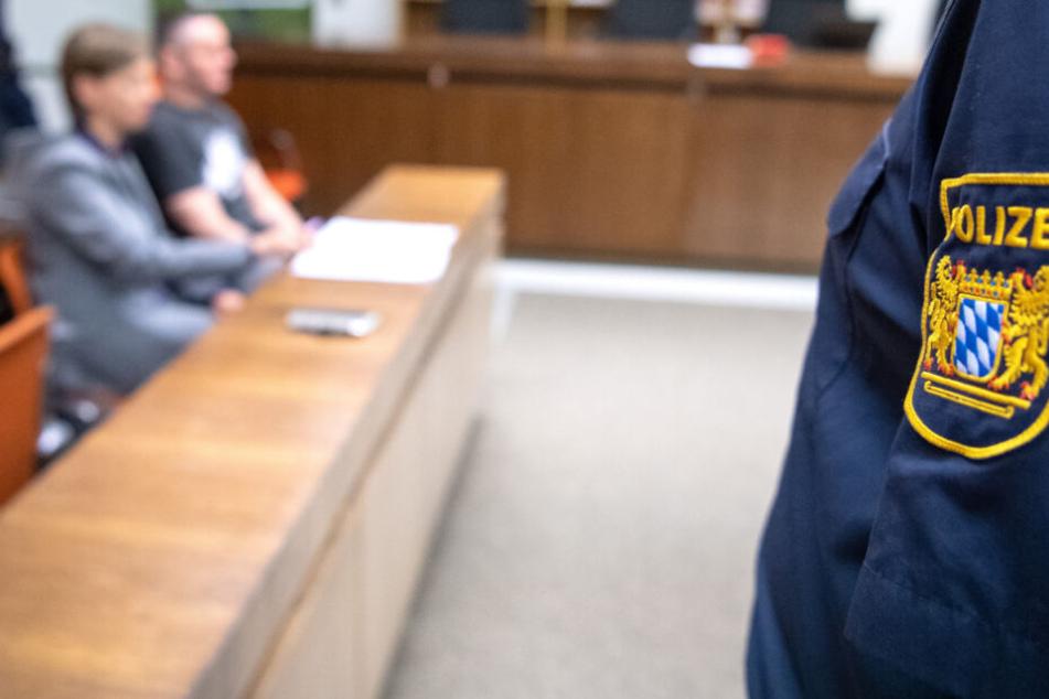 In Deggendorf müssen sich zwei Männer bald vor Gericht verantworten. (Symbolbild)
