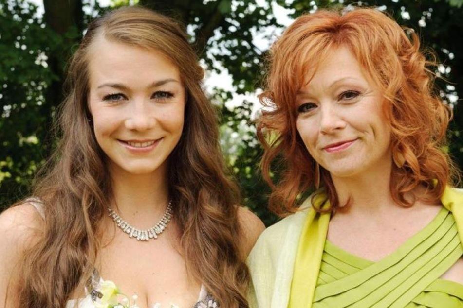 """Mutter-Tochter-Gespann: Eiskunstläuferin Katja (alias Anna-Katharina Samsel, l.) und Claudia Bergmann (Heike Trinker) waren Hauptdarstellerin bei """"Alles was zählt"""" auf RTL."""