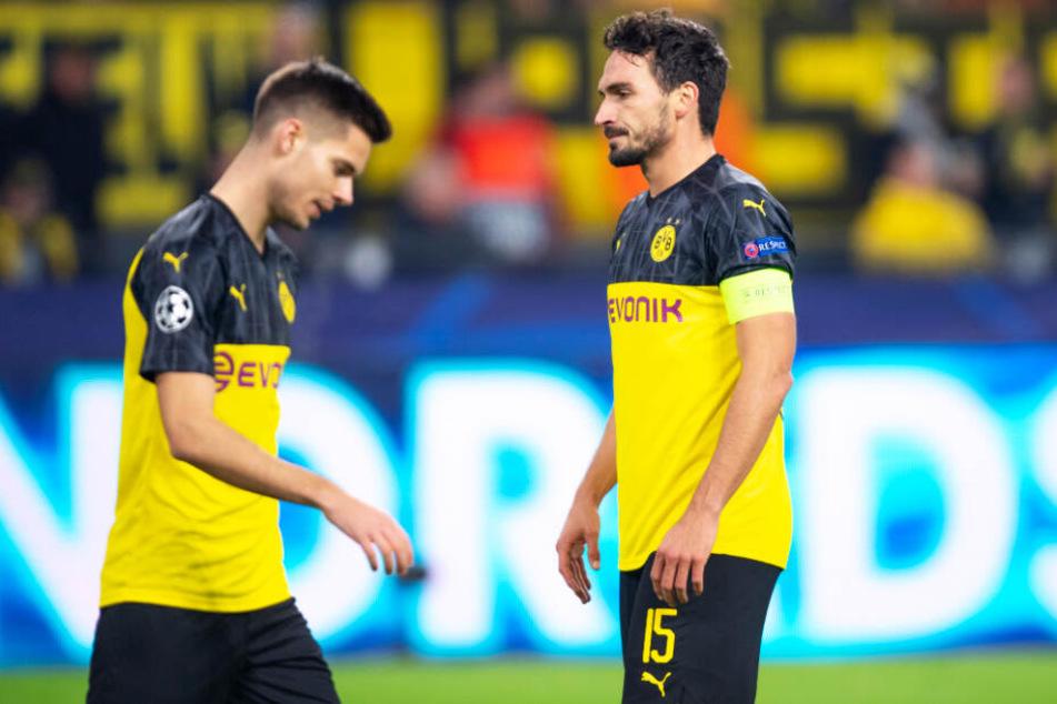 Mats Hummels (r.) und Julian Weigl lagen mit ihrem BVB 0:2 zur Pause zurück.