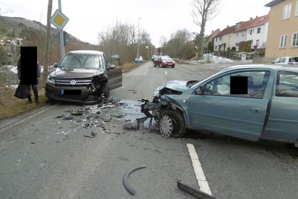 Bei dem Unfall wurden zwei Frauen verletzt.