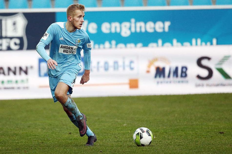 Alexander Dartsch am Ball. In der Rückrunde kam er auf zehn Einsätze.