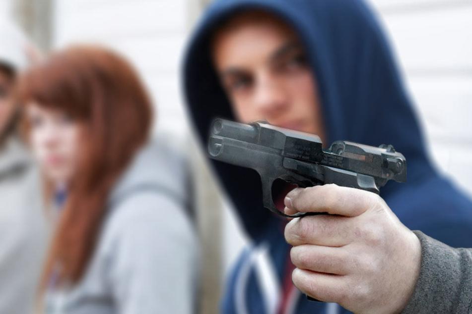 Die Jungen hörten ein Zischen, dann verspürte der 15-Jährige den Schmerz. (Symbolbild)