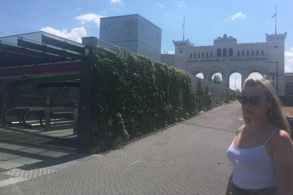 Auf dem Bayerischen Platz prügelte Florian T. erneut auf Laura ein. Zwei Männer gingen dazwischen und hielten den Brutalo-Schläger fest, Laura informierte die Polizei.
